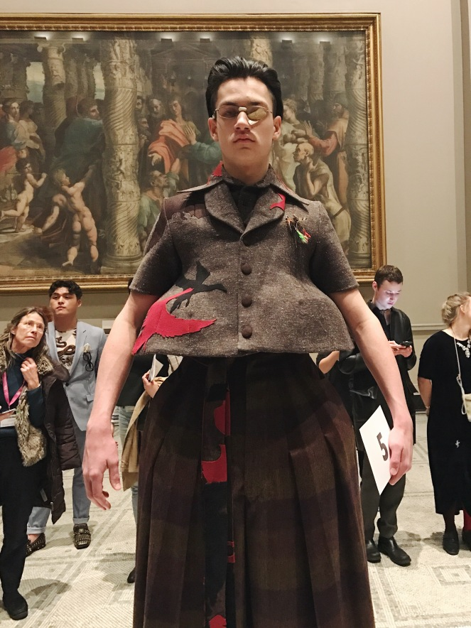 victoria & albert museum, v&a, raphael gallery, fashion in motion, anamiblog, Jamie Challinor