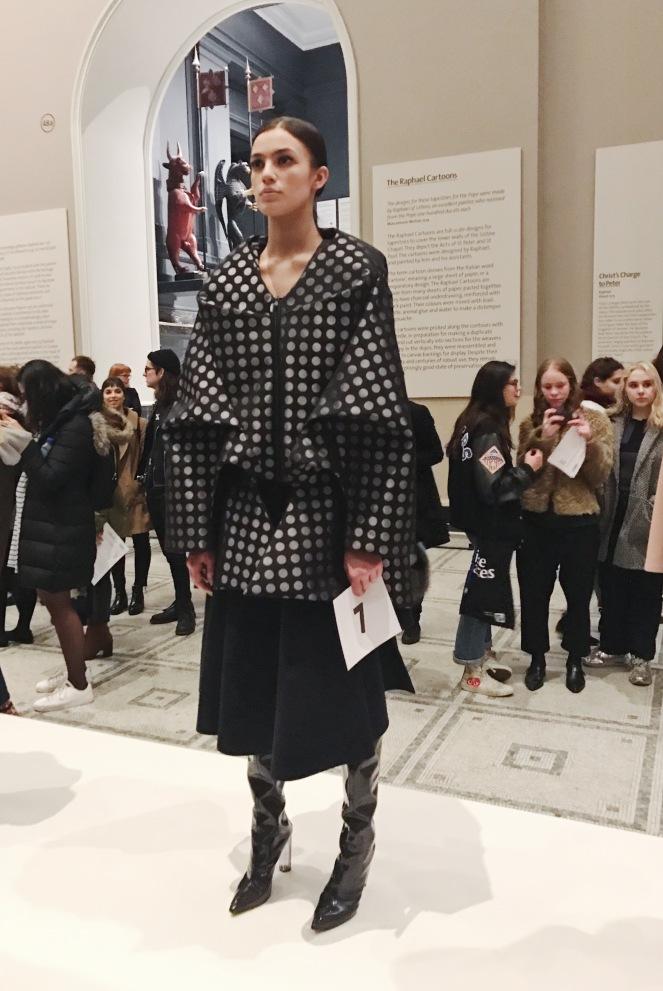 victoria & albert museum, v&a, raphael gallery, fashion in motion, anamiblog, juan lea palomino