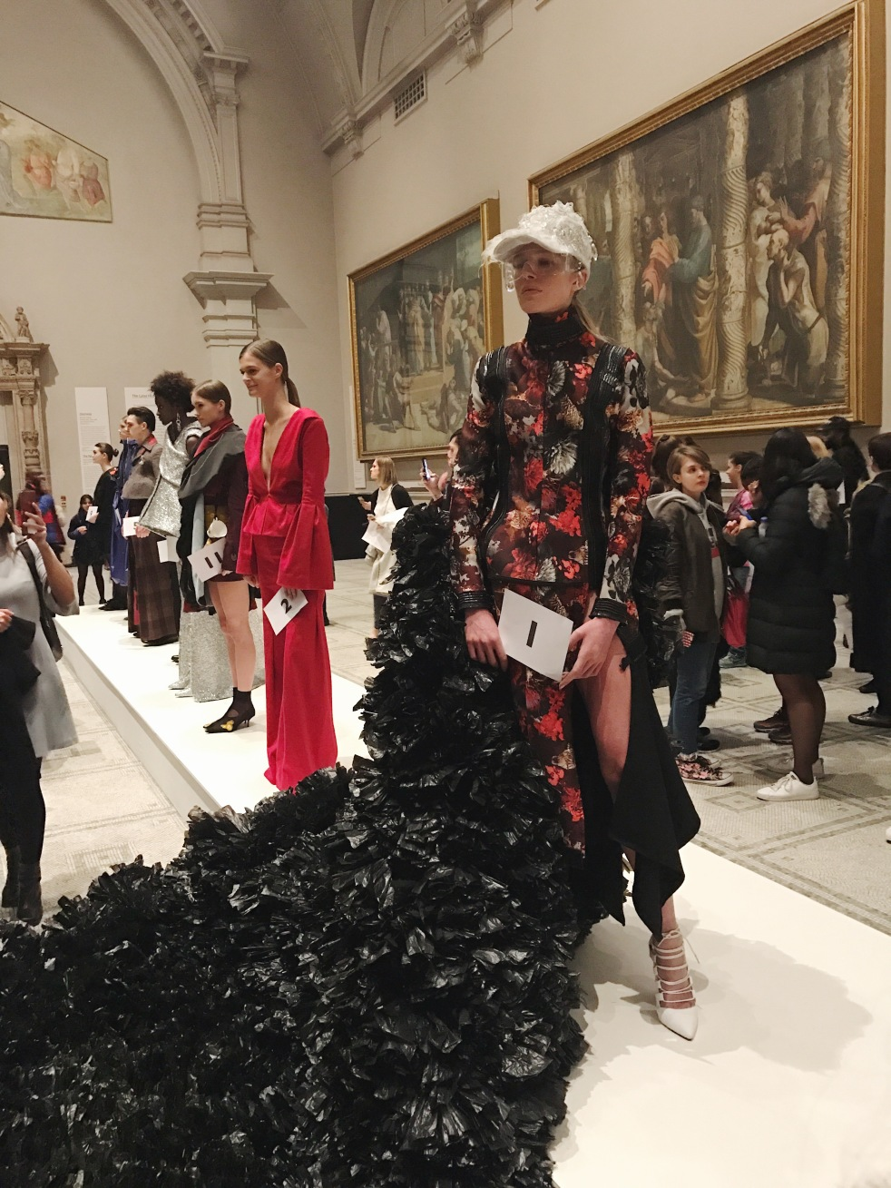 victoria & albert museum, v&a, raphael gallery, fashion in motion, anamiblog, Alaqyane McDonald