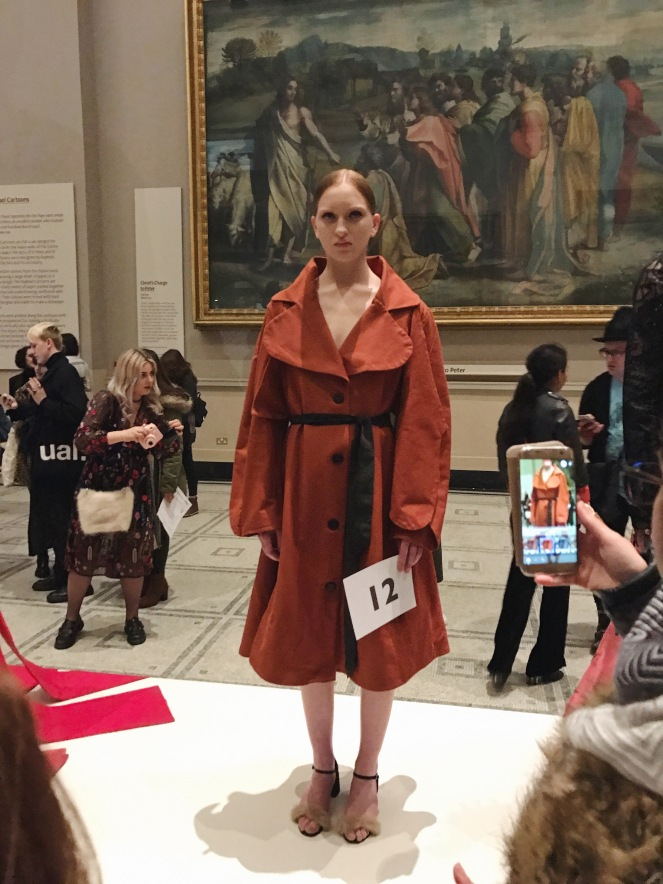 victoria & albert museum, v&a, raphael gallery, fashion in motion, anamiblog, rhianna morton