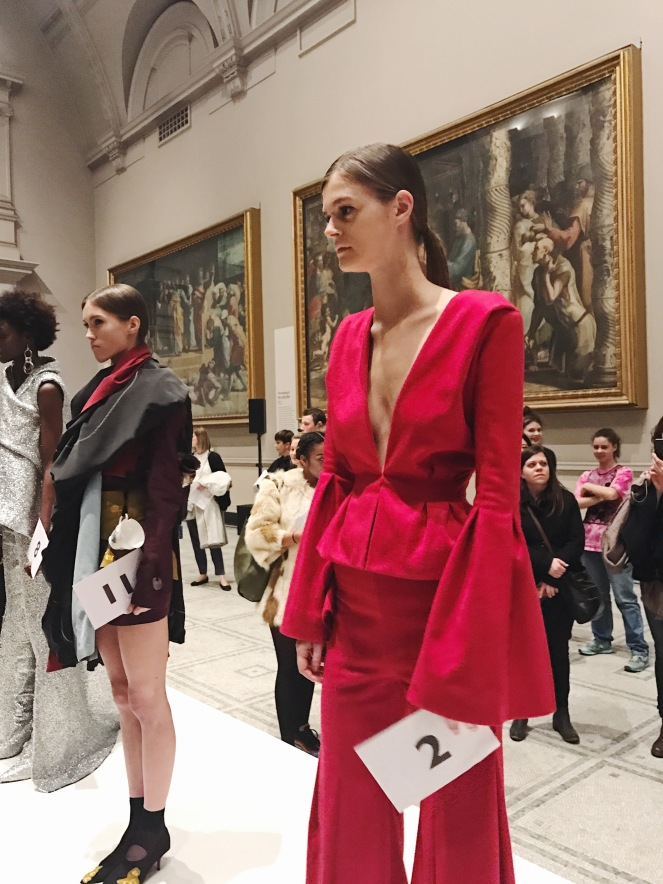 victoria & albert museum, v&a, raphael gallery, fashion in motion, anamiblog, daisy yu