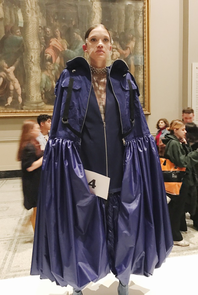 victoria & albert museum, v&a, raphael gallery, fashion in motion, anamiblog, hansol kim