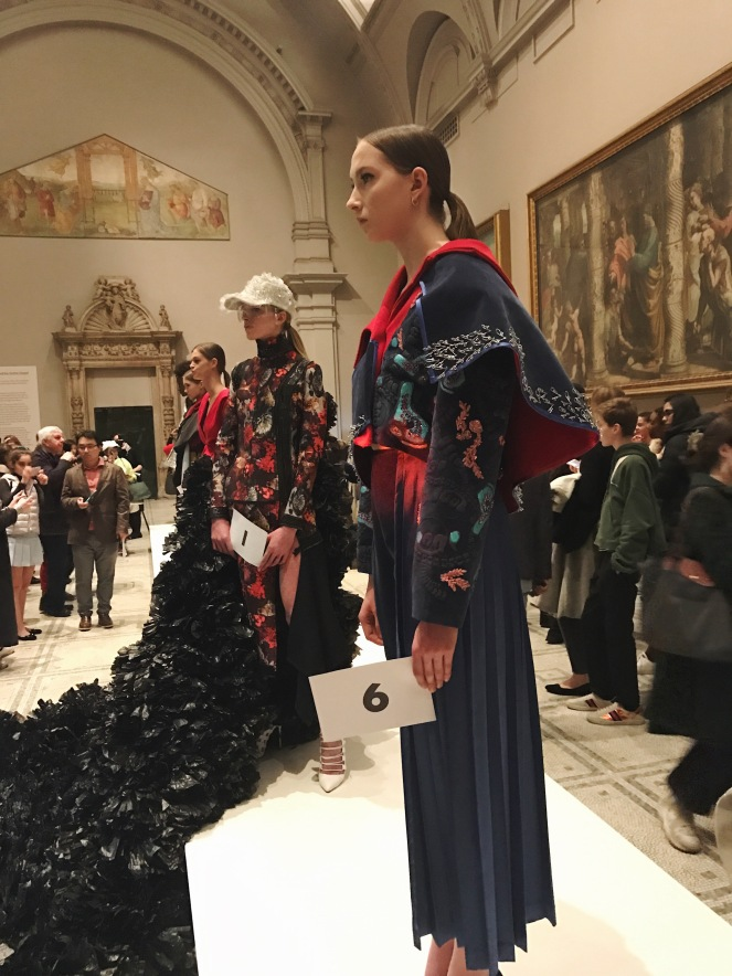 victoria & albert museum, v&a, raphael gallery, fashion in motion, anamiblog, Jee Youn Lee, Alaqyane McDonald